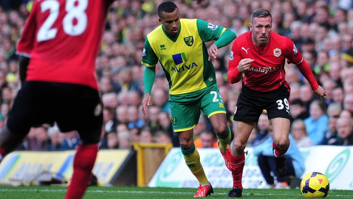 OMSTRIDT Craig Bellamy og Verheijen utviklet et spesielt, profesjonelt forhold. Her i aksjon mot Norwich g Martin Olsson for Cardiff City.  AFP PHOTO/CARL COURT