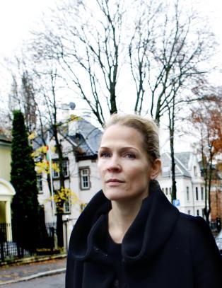 Gir bort de norske inntektene fra 22. juliboka. Men beholder de utenlandske selv