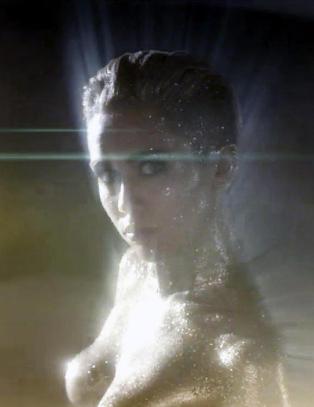 Miley Cyrus fortsetter � kaste kl�rne