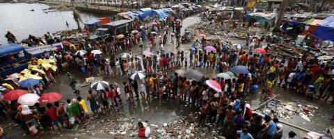 Rederiforbundets hjelpeskip i havn i Tacloban