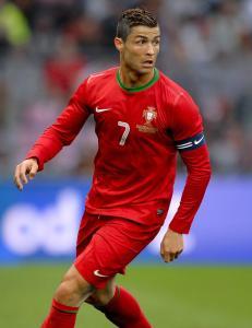 - En engelsk dommer faller ikke like lett for triksene til Ronaldo