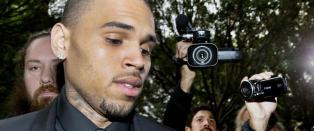 Chris Brown kastet en stein mot sin egen mor
