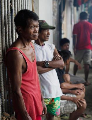 600 fanger r�mte i en masseflukt da supertyfonen Haiyan slo til. N� har nesten halvparten kommet tilbake