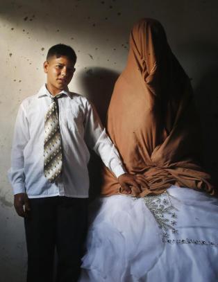 - N� smiler vi til fotografen, sa bruden (14)