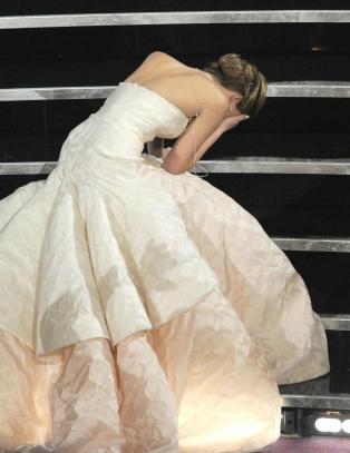 Jennifer Lawrence gikk p� trynet i Dior