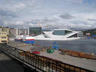 BJ�RVIKA 2008:  Operaen er blitt Innviks nye nabo, og dermed steg ogs� leieprisene p� Oslo havn. FOTO: GEIR B�LSTAD/DAGBLADET.