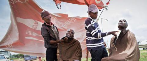 �I gamle dager ble vi sparket p� av politiet og kalt esel. I dag er vi fri, takket v�re far Madiba�