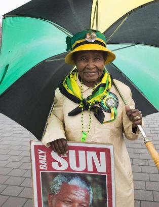 �Vi elsker Mandela. N� er vi her for � takke ham for alt han har gjort for oss�