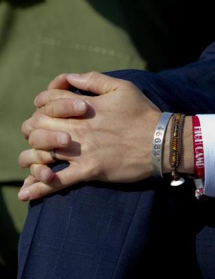 Den norske kongefamilien hedrer Mandela med smykker
