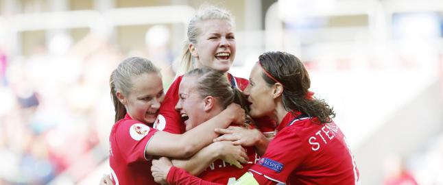 Jentene som tok Norges f�rste mesterskaps-medalje p� 13 �r