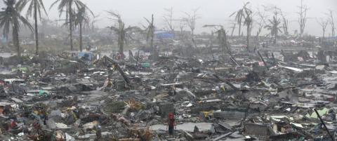 Over 6000 d�de etter tyfonen p� Filippinene