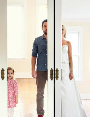 To �r etter mor d�de, gjenskapte far og datter brudebildene