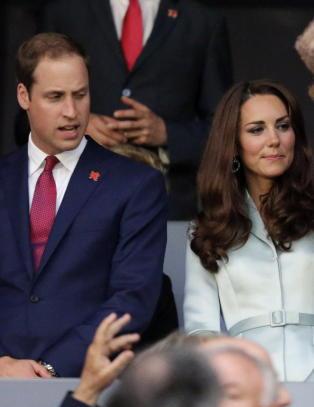 Prins William til Kate: �Det kan v�re jeg sender deg en frekk tekstmelding senere i dag�