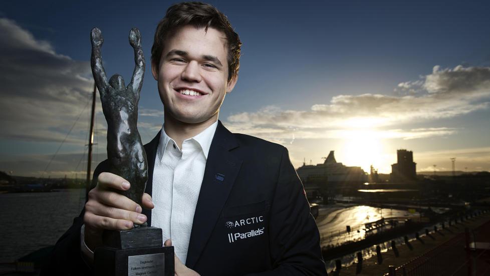 DOBBEL DB-VINNER: Årets Navn i Dagbladet, og vinner av Folkets Idrettspris. Verdensmester i sjakk, Magnus Carlsen, hedres for et fantastisk år. Foto: Benjamin A. Ward / Dagbladet