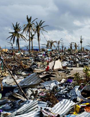 Over 1000 enn� ikke begravd etter tyfon p� Filippinene