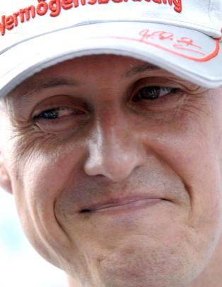 Schumacher fl�y �tte meter gjennom lufta