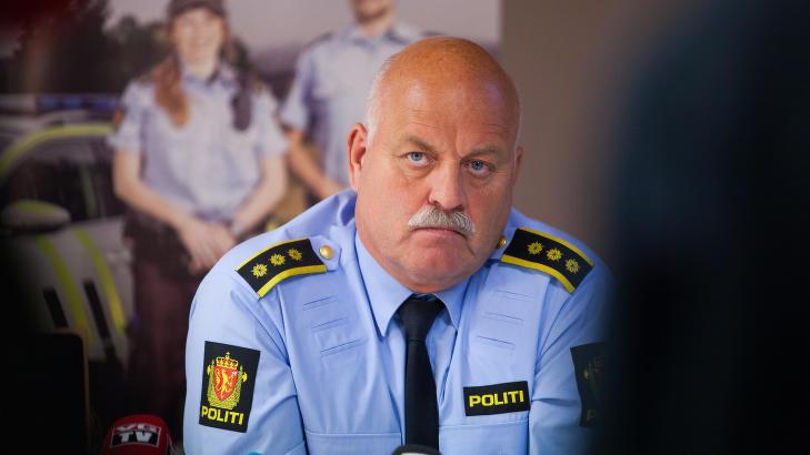 FORTALTE OM ULYKKA: Lensmann Svein Engen sier til Dagbladet at bygda er hard preget av d�dsulykkene som krevde to unge menneskers liv. Foto: Tommy Arnesen /Dagbladet