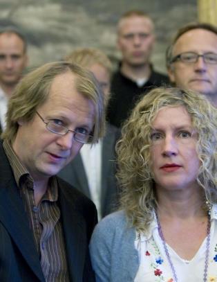 dating for gifte toppløse norske kjendiser