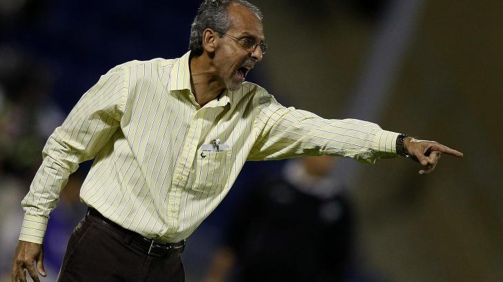 RASER: Kuwait-trener Jorvan Vieira mener det har skjedd en feil i utdelingen av Gullballen. Foto: AFP PHOTO/STR