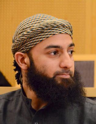 - Ubaydullah nekter for � ha p�virket vitner og trusler