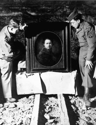 Kunsteksperter dro i krigen for � redde kunsten nazistene hadde stj�let