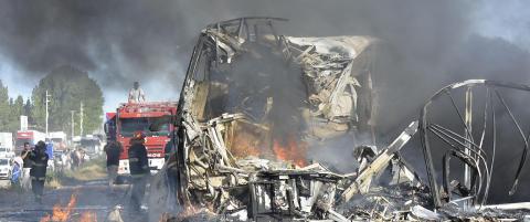 Lastebil frontkolliderte med buss i Argentina