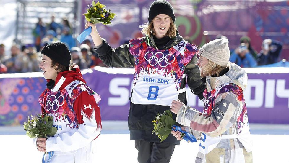 �PNET KONTOEN:  St�le Sandbech ga Norge en flott �pning p� OL i Sotsji, etter at han tok s�lv i snowboard slopestyle. Amerikanske Sage Kotsenburg tok gullet, mens Mark McMorris fra Canada tok bronsen. Foto: Bj�rn Langsem / Dagbladet