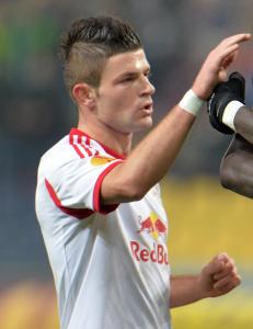 Valon Berisha kan f� spille for samme landslag som United-stjerne