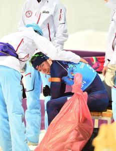 Emil Hegle Svendsen skj�t bort medaljen for Norge