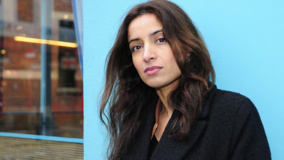 SUKSESS: Deeyah Khan (36) viser sin prisbel�nte film om �resdrap for FN i Geneve i dag. I mai skal hun vise den i FN i New York. Foto: Marianne Wie.