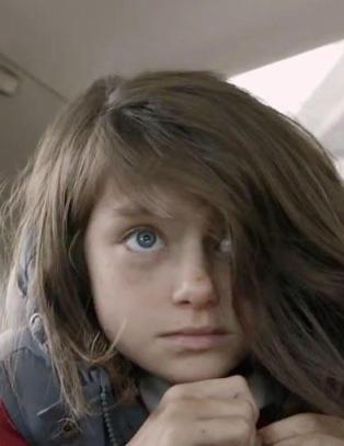 Denne lille jenta viser hva barna i krigsherjede Syria opplever hver dag