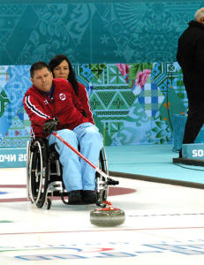 Semifinaleplassen henger i en tynn tråd for det norske curlinglaget