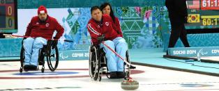 Semifinaleplassen henger i en tynn tr�d for det norske curlinglaget