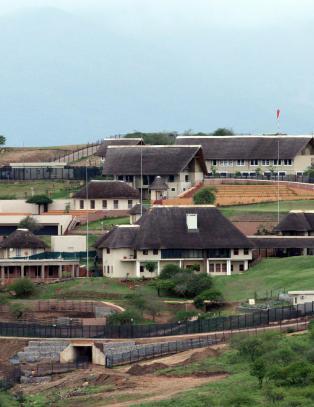 S�r-Afrikas president brukte statskassa til � bygge sv�mmebasseng og amfiteater