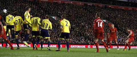 Her starter Gerrard lekestua for Liverpool