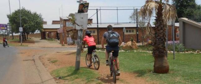 Her er ikke folk vant til sykler, eller at noen er interessert i dem