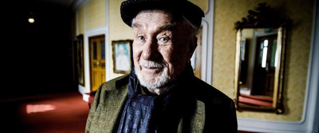 Espen Skj�nberg fyller 90 og hylles.