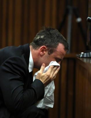 Pistorius tvunget til � se p� bilde av Reevas hode etter skytingen
