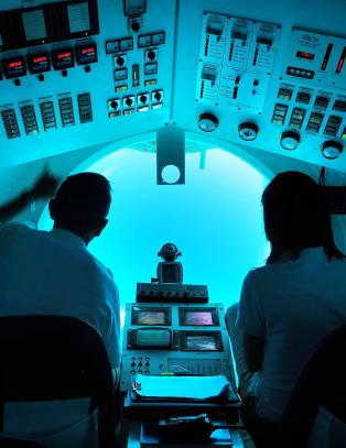 Syden sett fra undersiden, om bord i en gul ub�t