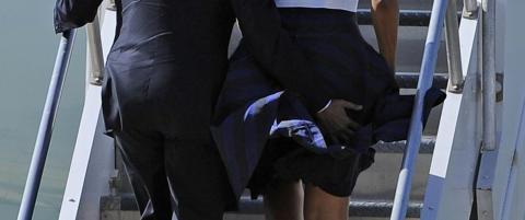 Her redder Obama kona fra total kjolekrise