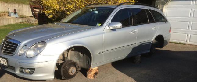 Fjernet alle fire hjul p� bilen i l�pet av natta