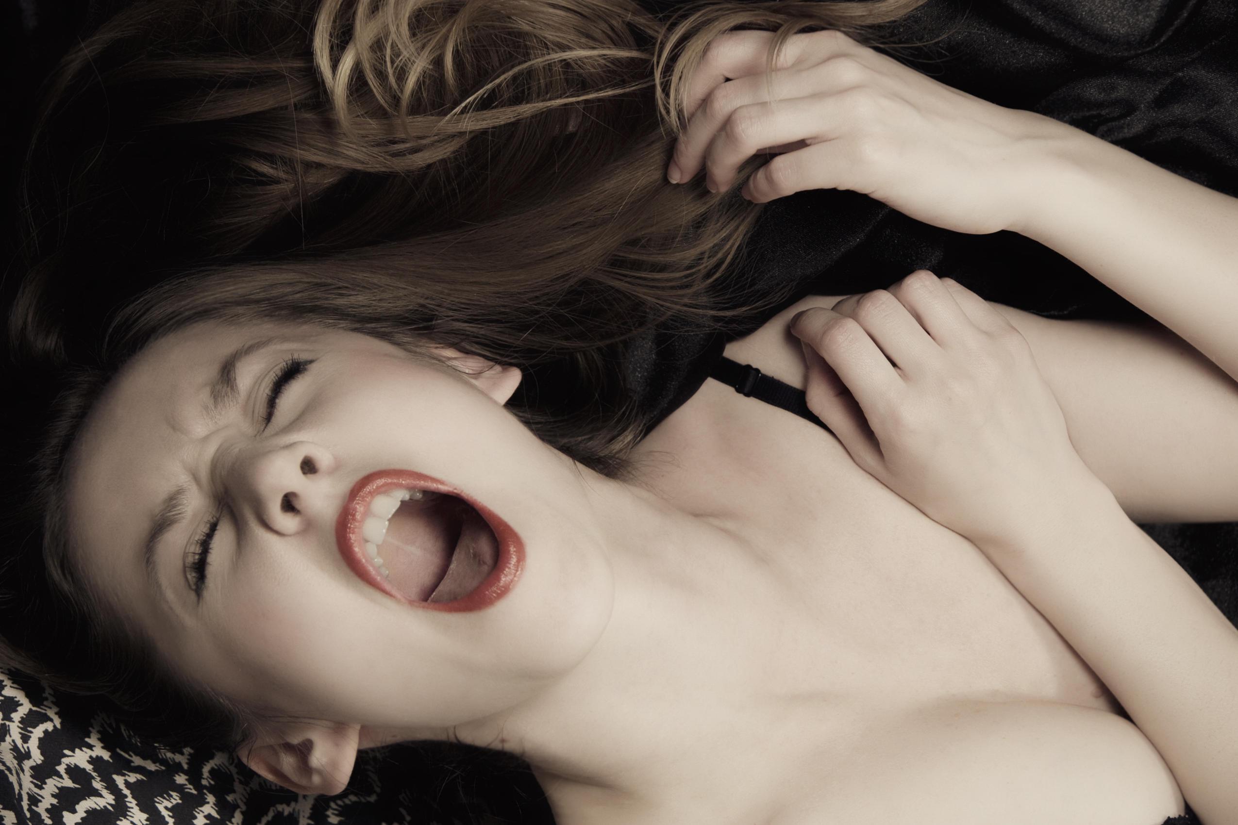 Фото как женщина кончается
