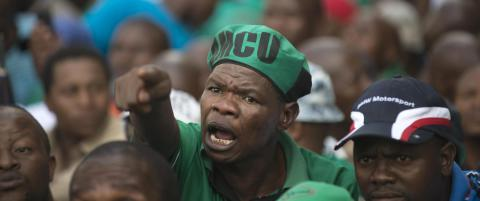 Demonstranter kastet stein p� s�rafrikansk minister