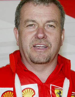 Schumacher ligger fortsatt i koma. I g�r ble hans gamle medhjelper p�kj�rt og drept.