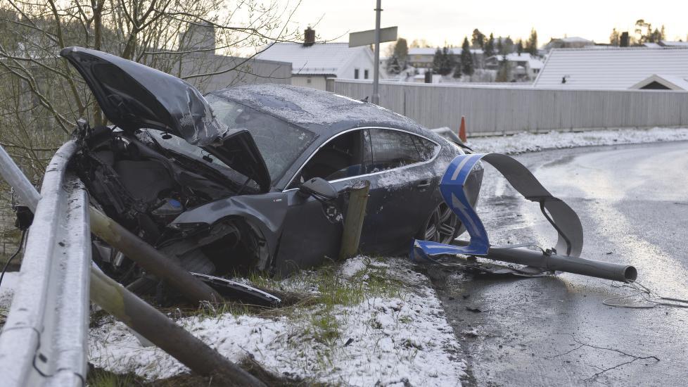 VRAKA: S�nn s� bilen til Petter Northug ut etter at han tidlig i dag kr�sjet i Trondheim. N� innr�mmer Northug at han kj�rte bilen mens han var p�virket av alkohol.  Foto: Henrik Sundg�rd / NTB Scanpix