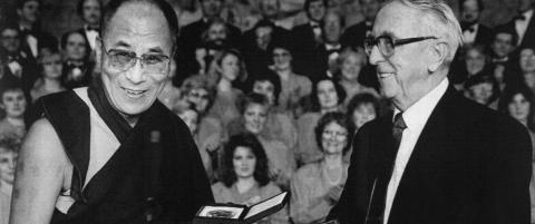 Nobelkomiteens leder bommet og ba Dalai Lama til sengs