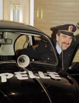 Raser mot bruk av �Pelle Politibil�-melodi til �Paradise Hotel�-gruppesex