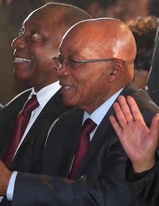 Zuma tilegner valgseieren til Mandelas minne