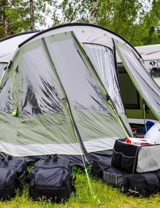Drar p� luksuscamping med telt som er st�rre enn campingvogner