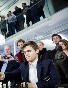 Svart og hvit utflukt til  Magnus Carlsen-land